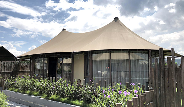 http://www.glitzcamp.com/wp-content/uploads/2021/05/twin-peak-lodge-tent-luxury-glamping-tent-for-sales-resort-tent-supplier-1.jpg